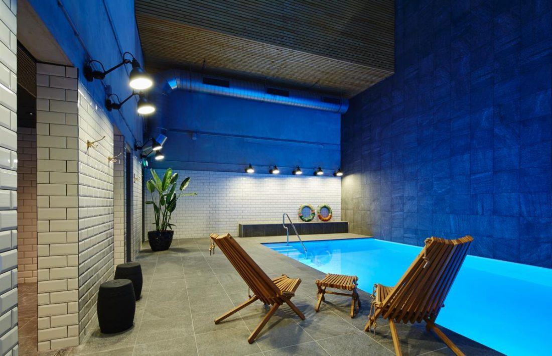 Zwembad atelier floor interieur residence inn moxy marriott